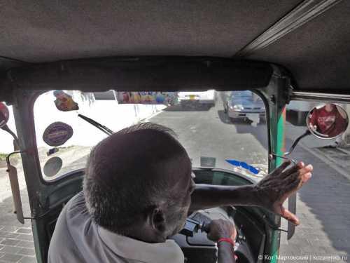 водитель автобуса высадил всех пассажиров из-за того, что они не уступали место инвалиду